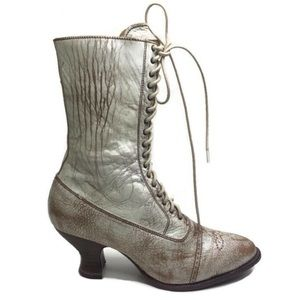 Oak Tree Distressed White Leather Lace-Up Boots